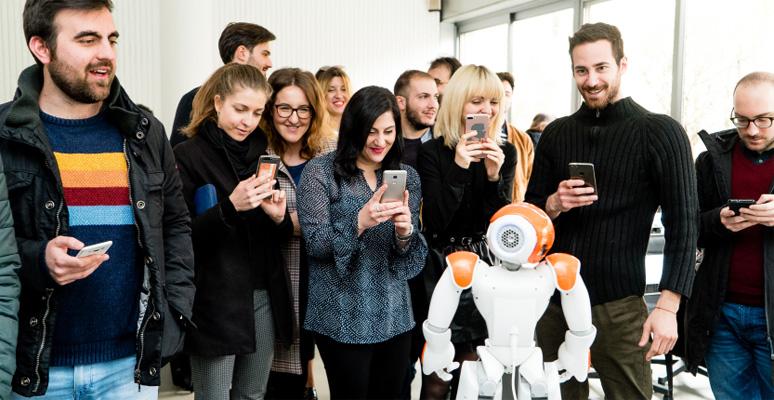 A lezione tra umanoidi e droni per superare l'effetto wow
